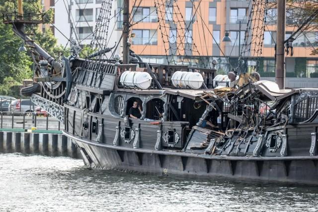 Kolizja statków z udziałem pirackiej Czarnej Perły w środę, 14.07.2021 r. 7 poszkodowanych, dwóch członków załogi statku było pod wpływem alkoholu