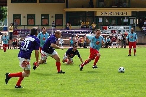 Pierwsze Mistrzostwa Europy Burmistrzów w piłce nożnej odbyły się w 2008 roku w Austrii. Drugi od prawej Ireneusz Antkowiak, zastępca burmistrza Pobiedzisk