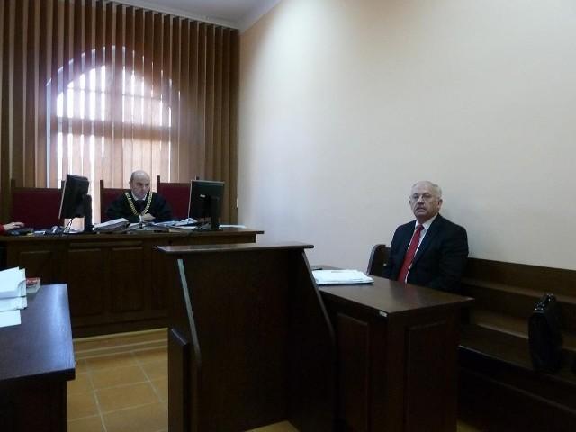 Oskarżony o uwięzienie pracowników  Henryk Stokłosa, od początku domagał się zmiany sędziego, teraz dopiął swego