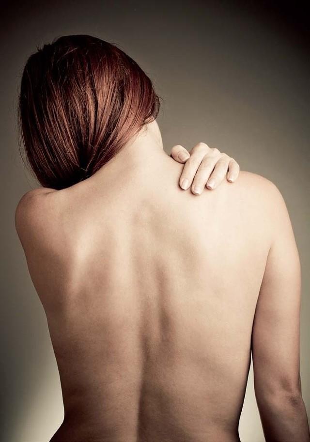 Wbrew powszechnym przekonaniom, osteoporoza nie dotyczy tylko i wyłącznie kobiet w okresie przekwitania, ale także mężczyzn, a nawet młodychludzi.
