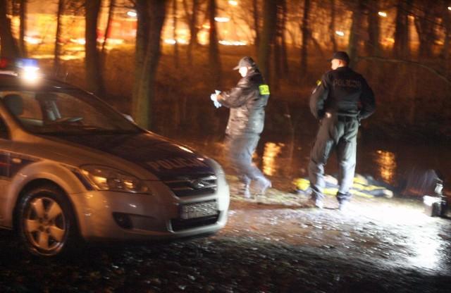 Ciało mężczyzny w średnim wieku znaleziono w okolicach rzeki Olechówki przy ulicy Kolumny.