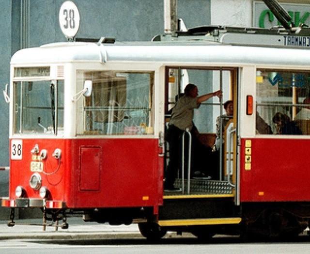 Dwa ostatnie wagony typu N z roku 1949 i 1951 kursują na linii 38 w Bytomiu