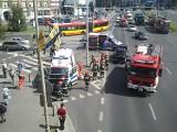 Wrocław: Wypadek karetki na pl. Solidarności (ZDJĘCIA)