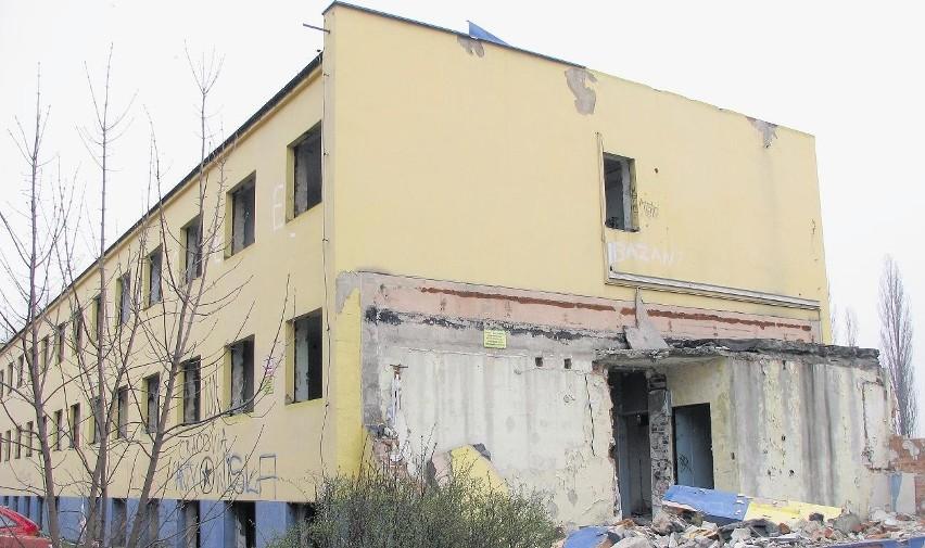 W Ostrowie Wielkopolskim straszą pozostałości, a w praktyce ruiny, po dawnej siedzibie przedsiębiorstwa Drop