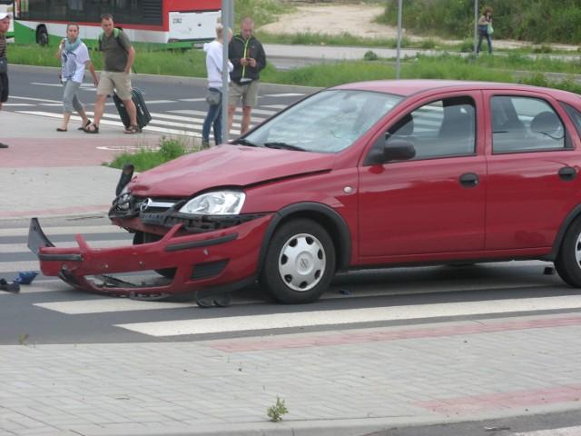 Wypadek na skrzyżowaniu ul. Granitowej i Agatowej (ZDJĘCIA)