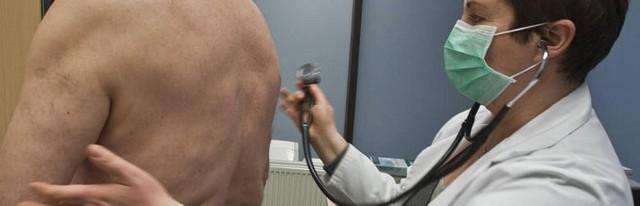 W samej tylko Wielkopolsce już trzy osoby zmarły z powodu wirusa grypy A/H1N1, a w internecie krąży cała masa dowcipów o świńskiej grypie