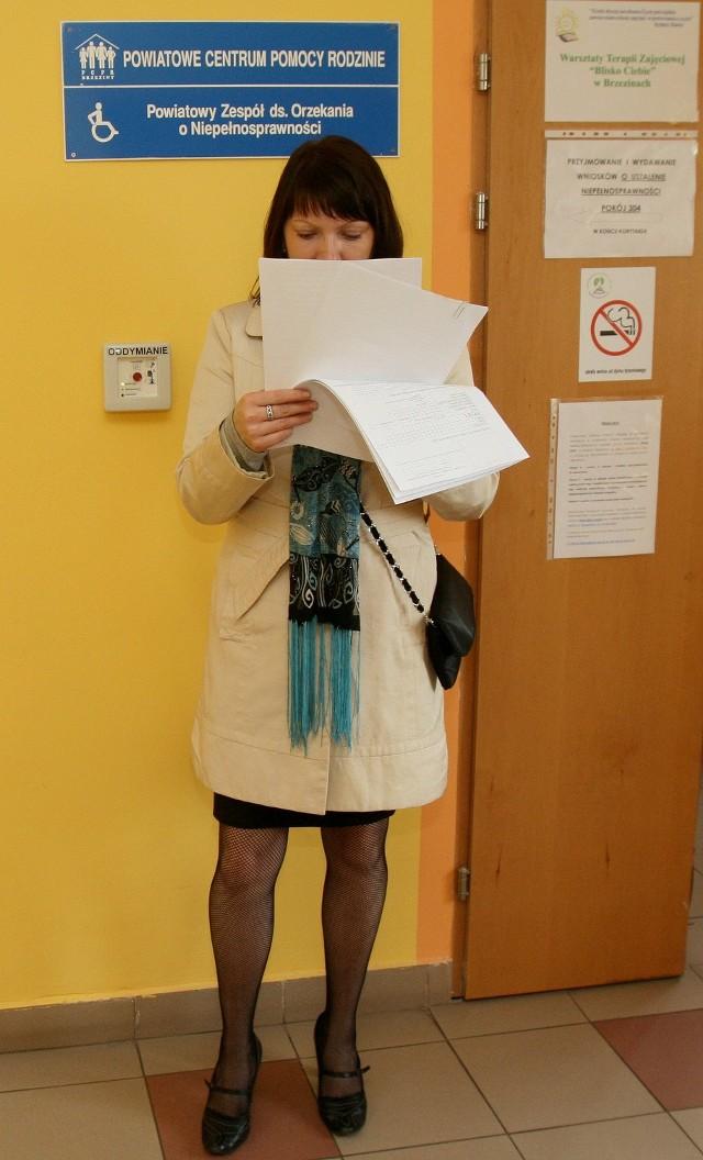 Pani Renata boi się, że będzie zwracać zasiłek na dziecko