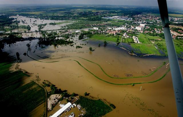 Zdjęcie ilustracyjne - Widawa we Wrocławiu - stan rzeki w maju 2010 roku.