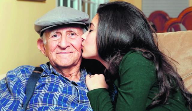 Starsi ludzie często padają ofiarą przebiegłych złodziei, którzy nie wahają się udawać wnuczków lub innych krewnych w trudnej sytuacji