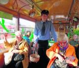 Wielkanocny tramwaj przy dworcu PKP w Sosnowcu