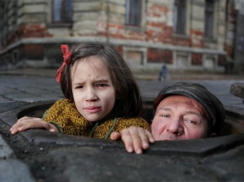 """Robert Więckiewicz zagrał w filmie Agnieszki Holland, """"W ciemności"""", główną rolę"""