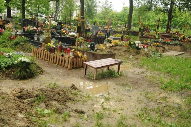 Podtopiony cmentarz Maki Czerwone