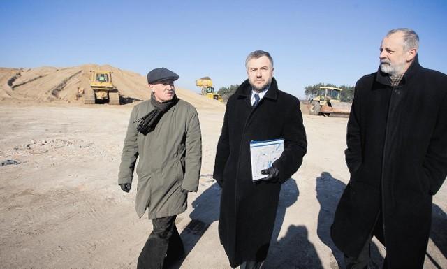Marszałek Marek Woźniak wczoraj wizytował budowę czwartego, ostatniego odcinka obwodnicy Wągrowca