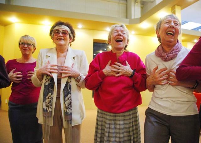 Warsztaty śmiechoterapii zorganizowała na targach Aktywni 50+ Fundacja Dr Clown