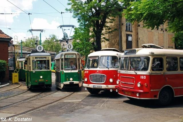 W tym sezonie zabytkowe autobusy i tramwaje jeżdżą nie tylko w soboty i niedziele