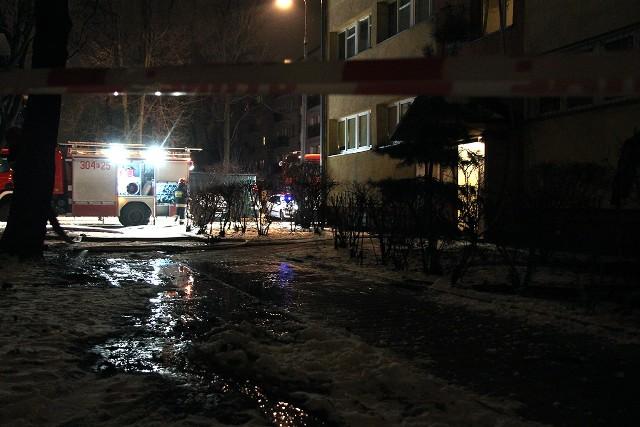 Pożar mieszkania w bloku przy Limanowskiego 102