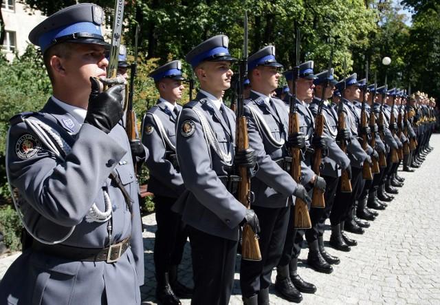 Policjanci mogą przechodzić na emeryturę po 15 latach pracy