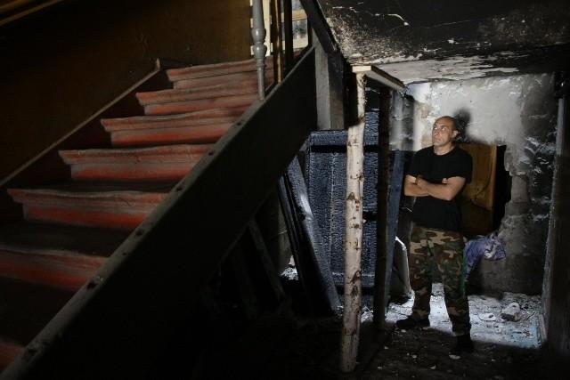Mieszkańcy kamienicy przy ul. Łąkowej 51 każdego dnia coraz bardziej boją się o bezpieczeństwo