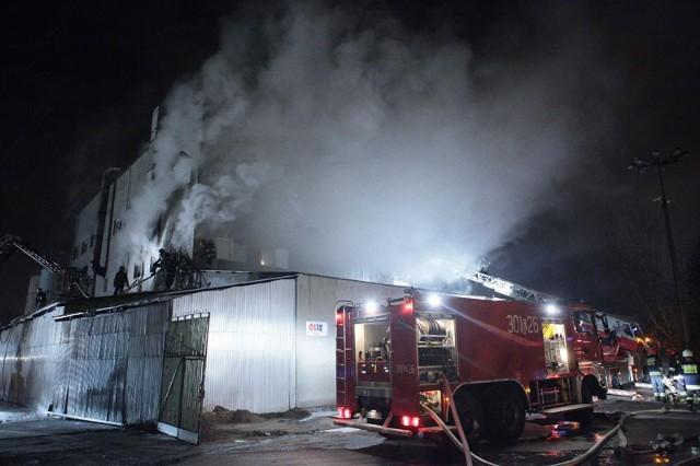 Pożar hali przy Limanowskiego 87