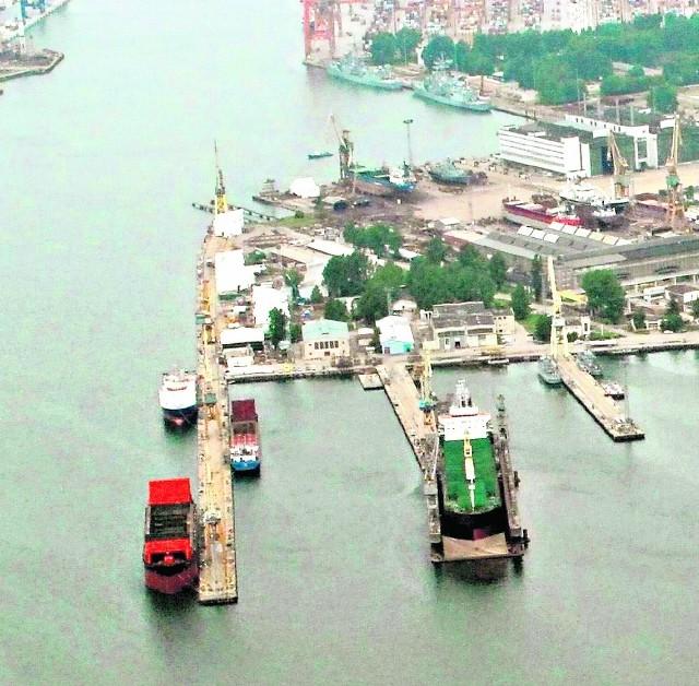 Gdyński port chce odkupić od Stoczni Marynarki Wojennej i wyburzyć nabrzeże Gościnne (pierwsze z lewej)