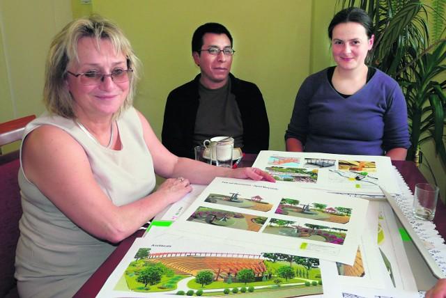 Małgorzata Małuch (na pierwszym planie)  z Dorotą Smoter (z prawej)  autorką koncepcji rewitalizacji,  na podstawie której krakowska pracownia F1 przygotowała projekt