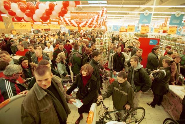 Co weekend w centrach handlowych można spotkać całe rodziny, na parkingach brakuje miejsc