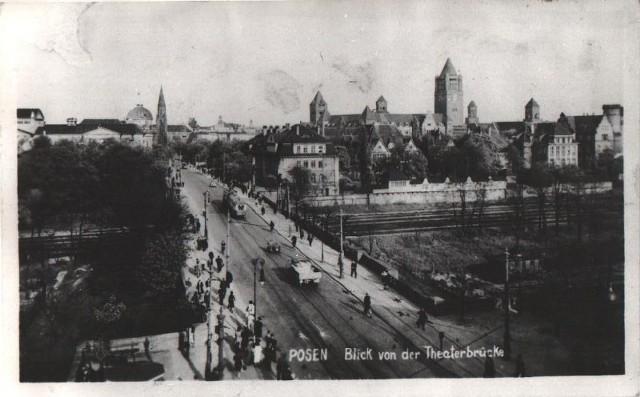 Zdjęcie z 1918 roku. Przed wojną Zamek Cesarski wyglądał nieco inaczej. Wieża zegarowa była wyższa.