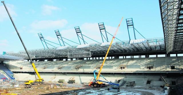 Remont stadionu idzie pełną parą. Czy jednak urzędnicy zdążą zapiąć wszystko na ostatni guzik do 13 lipca?