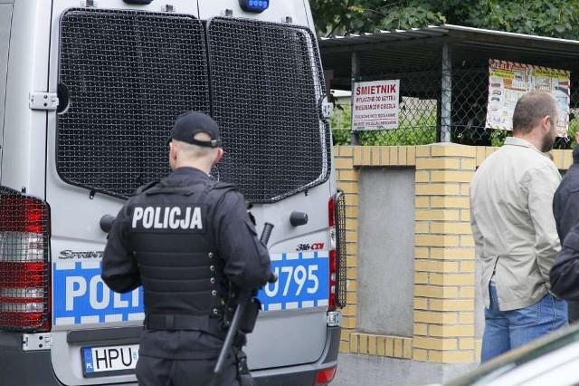 W niedzielę, w kontenerze na  śmieci na osiedlu w Luboniu mężczyzna poszukujący aluminiowych puszek znalazł ciałko dziecka