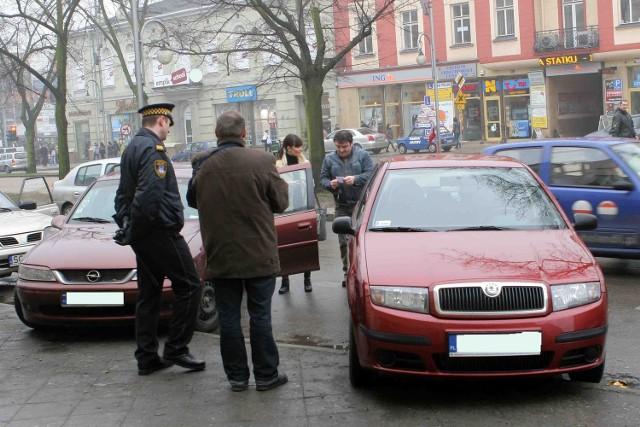 Straż miejska kontroluje porządek na parkingach