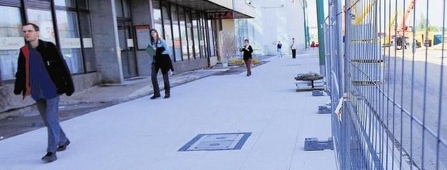 Likwidacja miejsc parkingowych powoduje, że restauracje są odcięte od świata