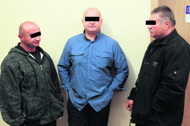 Ryszard R., Jan D. i Kazimierz L. przed salą rozpraw