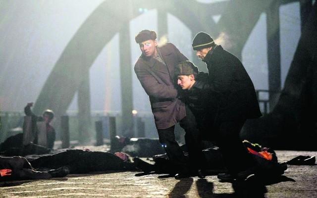 """""""Czarny czwartek"""" - pierwszy film fabularny o Grudniu '70 w Gdyni,  zostanie w czwartek, w rocznicę, po raz pierwszy zaprezentowany na zamkniętym pokazie m.in. dla rodzin ofiar tamtych wydarzeń."""