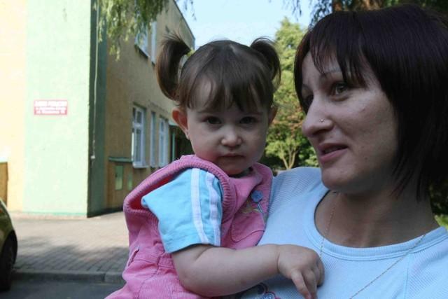 Teresa Kubera, mama 2-letniej Oliwii, musiała zmienić grafik pracy, by zająć się córką