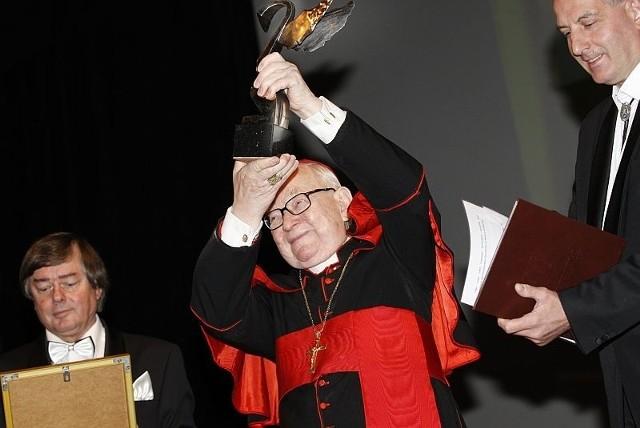 W zeszłym roku wśród laureatów nagrody znalazł się kardynał Henryk Gulbinowicz. Otrzymał nagrodę za całokształt pracy