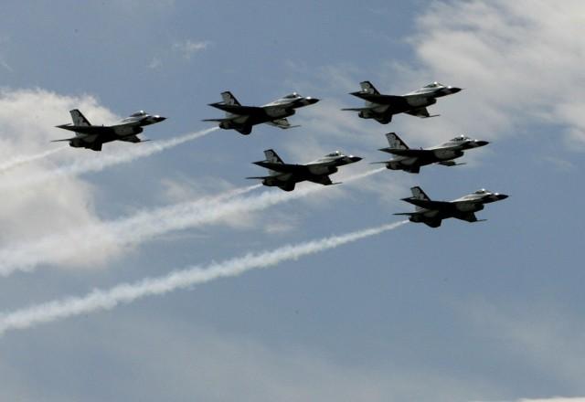 Wielkopolskie niebo należy do wojskowych F-16 i Herculesów