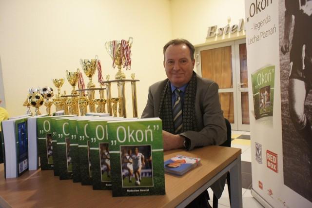Mirosław Okoński prezentuje swoją biografię