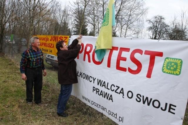 Na znak solidarności wielkopolscy działkowcy wywiesili w swoich ogrodach flagi i banery