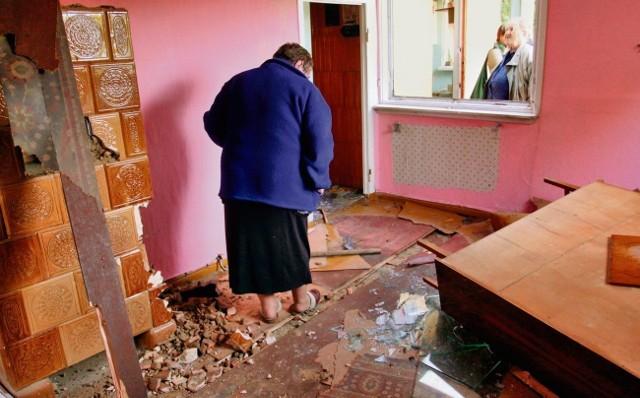 Pracownicy administracji w piątek zdemolowali dom pani Izy, zostawiając ją bez niczego. Kobieta mieszkała tam 2,5 roku