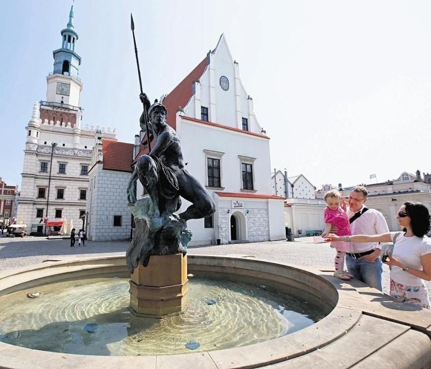 Fontanny na Starym Rynku już tryskają wodą