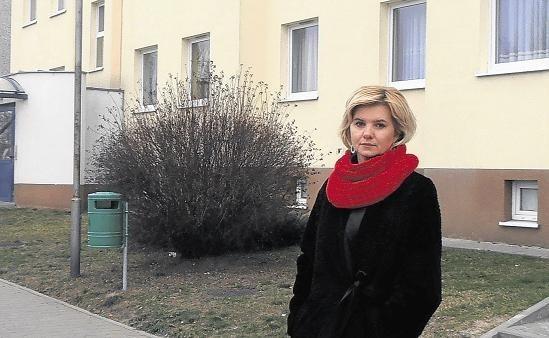 Ewa Wrońska wraz z innymi lokatorami z os. Lotnictwa Polskiego założyła stowarzyszenie na rzecz obrony praw mieszkańców.