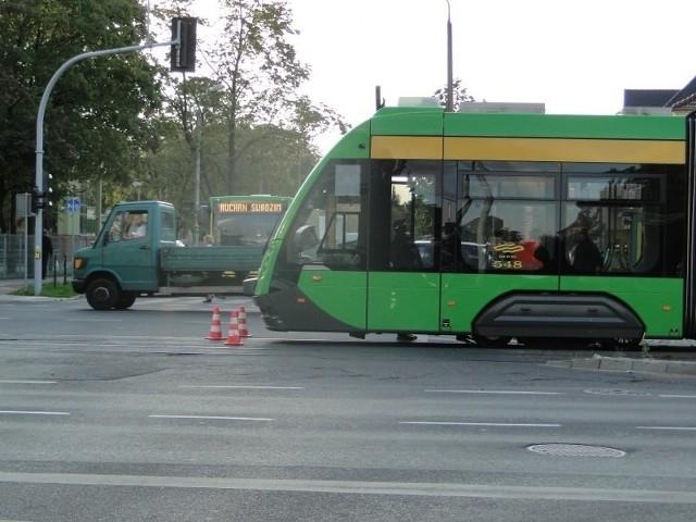 Rowerzysta dostał się pod koła tramwaju linii nr 15, który jechał z Piątkowa w kierunku Junikowa