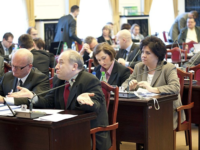 Łódzcy radni są przeciwni ograniczaniu deficytu budżetowego gmin.