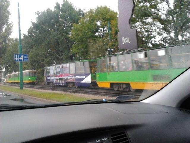 Tramwaj Combino zepsuł się na ul. Pułaskiego