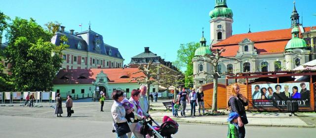 Zamek, Brama Wybrańców, ratusz, kościół ewangelicki i rynek tworzą jedną całość,  dzieła dopełniają kamieniczki i ulice