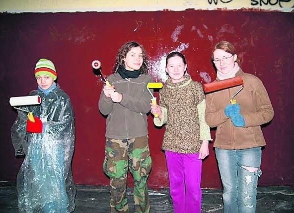 Harcerze z własnych pieniędzy kupili farby i przez dwa dni sprzątali i malowali dworzec