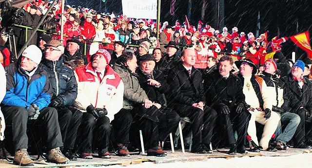 Lech Kaczyński i Maciej Płażyński (na prawo od prezydenta) po raz ostatni byli na zimowych igrzyskach polonijnych