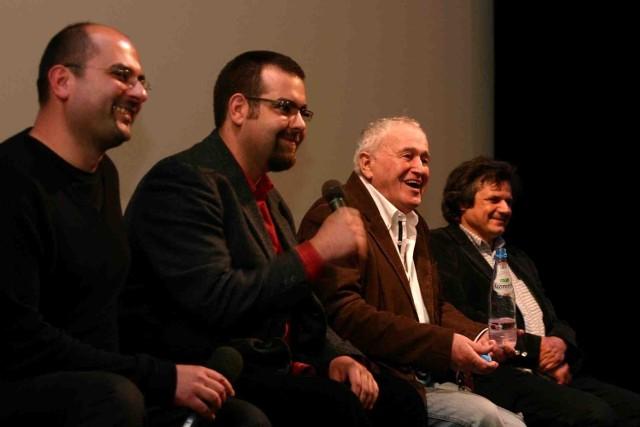 Jan Nowicki, drugi z prawej, stworzył niezapomnianą kreację w filmie Jeszcze nie wieczór