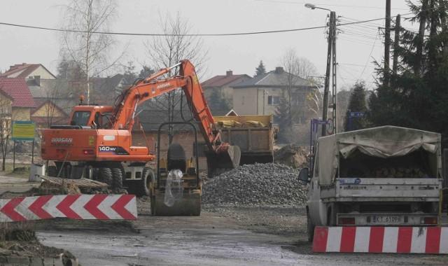 W Jaworznie budowa sieci kanalizacyjnej wciąż postępuje. Obecnie prace budowlane trwają na ulicy Tetmajera