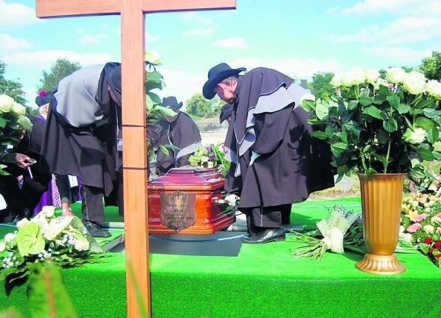 Właścicielkę prężnej wielkopolskiej firmy pochowano na cmentarzu w Tłokini Kościelnej